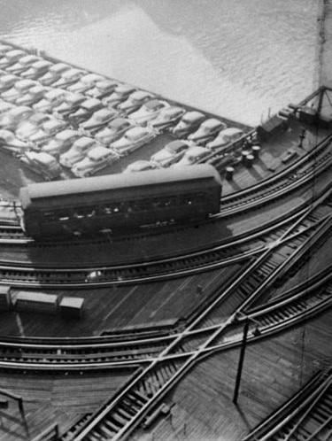 800px-Stanley_Kubrick,__L__elevated_railway,_Chicago,_Illinois,_1949 (3).jpg